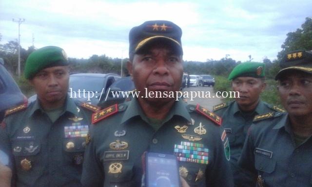 Panglima Kodam XVIII/Kasuari. Mayjend TNI. Joppye Onesimus Wayangkau.