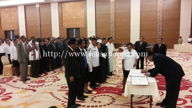 Plt.Bupati Sorong Drs. Musa Kamudi, M.Si., saat mengukuhkan pejabat dilingkup pemkab sorong