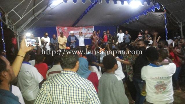 Zetiba saat menggelar kampanye di KM.26 Kab Sorong.