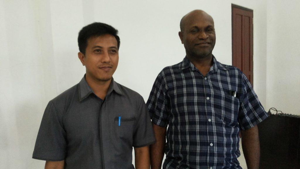 Divisi logistik KPU Kabupaten Sorong. Fans dan Faisal.