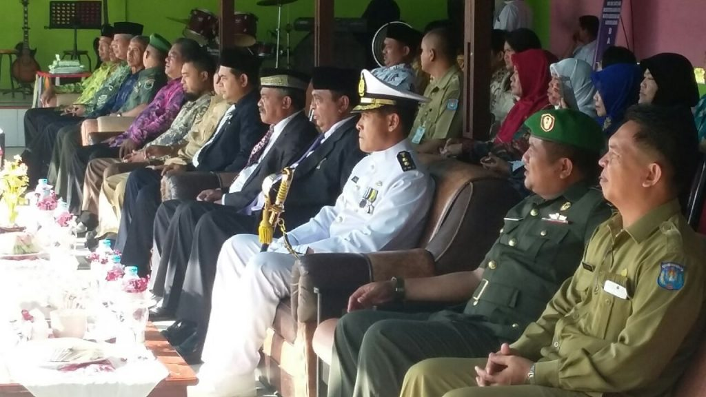 Muspida dan Muspida plus serta seluruh undangan yg hadir pd upacara Hut Kementerian agama ke-71