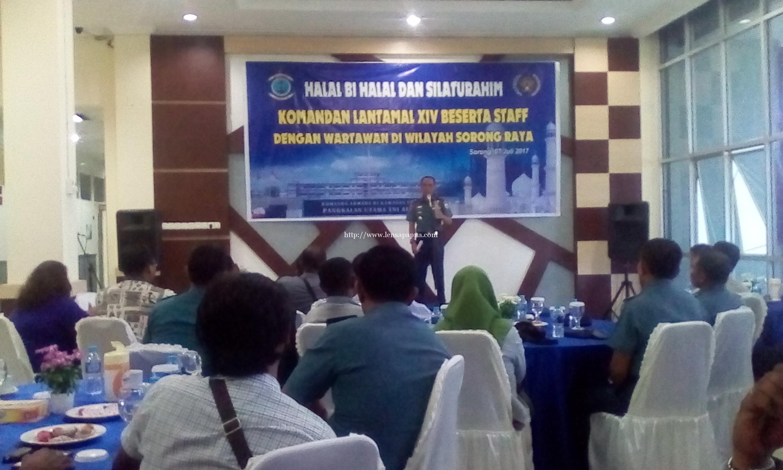 Halal bihalal dan silaturahmi Lantamal XIV bersamam insan pers se-Sorong Raya. dok/red