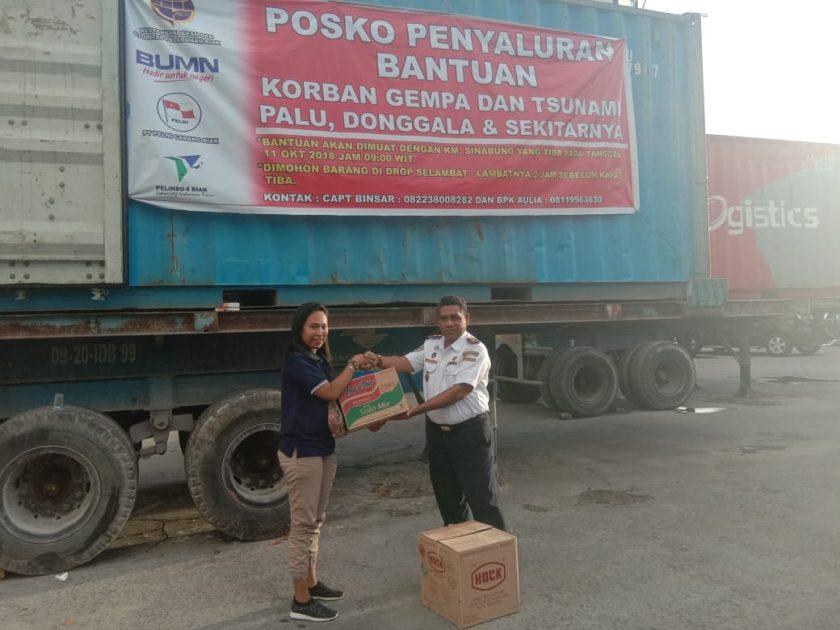 Kepala KSOP kelas II Biak, Abdul Muis Marasabessy, ST. Saat menerima bantuan untuk Korban Bencana Palu Donggala. Dok/red