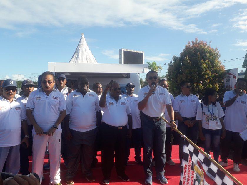 Kapolda PB, Brigjen Pol Rudolf A. Rodja didampingi Bupati dan Walikota Sorong daat melepas peserta jalan santai dalam rangka MRSF 2019. dok/red