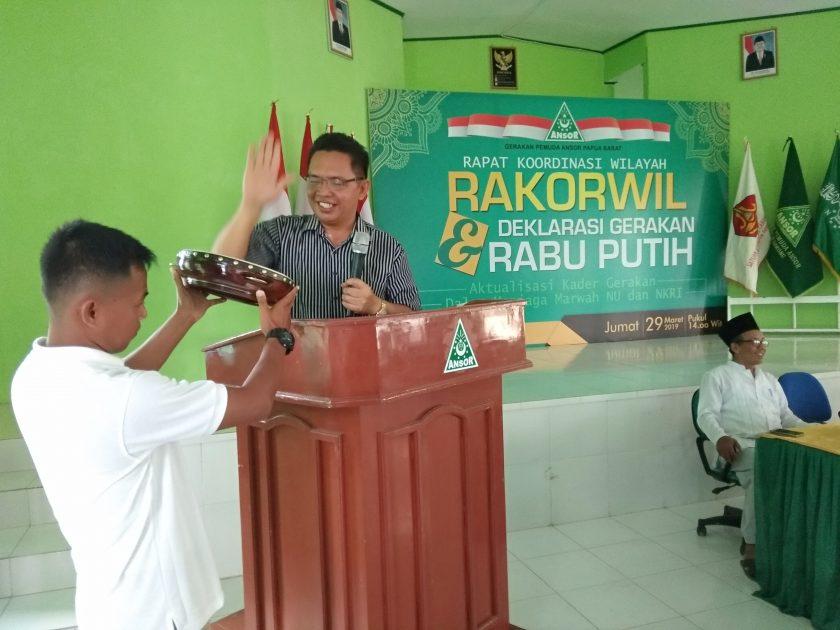 Kepala Kesbangpol Kabupaten Sorong, Adrianus Timban mewakili Pemkab Sorong membuka Rakorwil GP Ansor Papua Barat. Dok/red
