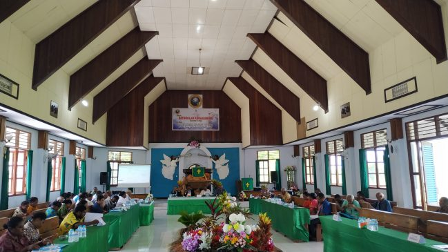 Suasana saat sidang jemaat bergabung di Gereja GKI Pniel Opiaref.