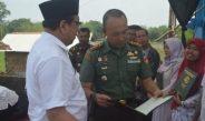 Dandim Pati Dampingi Bupati Serahkan Sertifikat Program PTSL