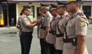 Prosesi pelepasan dan penyematan tanda jabatan oleh Kapolres Sorong, AKBP Dewa Made Sidan Sutrahna, S.I.K. dok/red