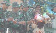 Pedulinya Hati Ibu, Beri Minum TNI Saat Hanmars