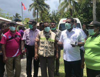 Bupati Herry Pimpim Tim Satgas Sosialisasi Covid-19 di Kampung Manswam
