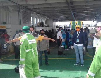 Pemeriksaan penumpang KMP Kalabia di Pelabuhan Arar Kabupaten Sorong, Minggu (7/5/2020). Dok/rim