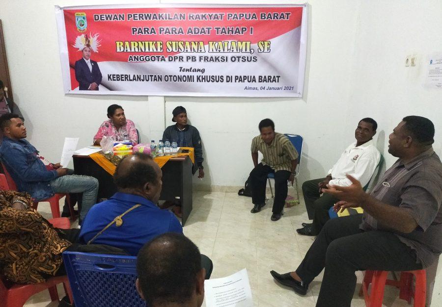 Para-para Adat Tahap I DPRD Papua Barat Fraksi Otonomi Khusus. dok/red
